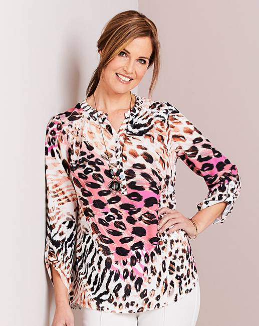 10bd047be9d6ca Animal Print Blouse and Necklace   Oxendales
