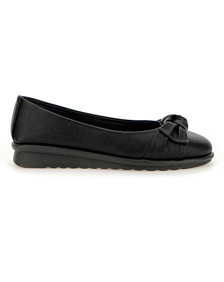 533276b8352b7 Cushion Walk   Footwear   Ambrose Wilson