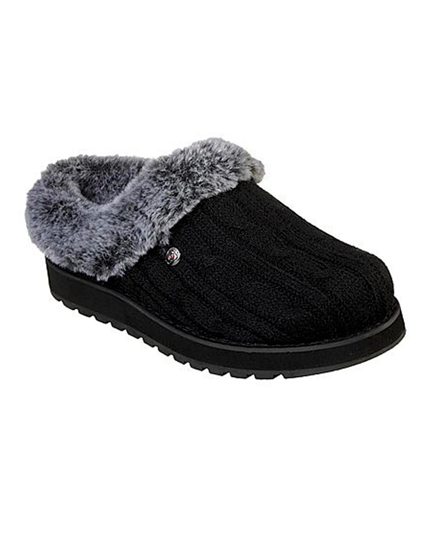 Skechers Slippers Standard Fit   J D