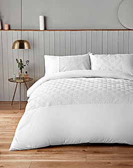Silentnight Chevron Embossed White Duvet Set