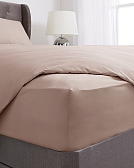 200 TC Plain Dyed Percale 28cm Fitted Sheet