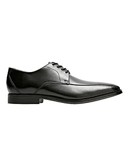 Clarks Gilman Mode Shoe Standard Fit
