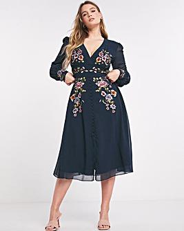 Hope & Ivy Fionna Embroidered Midi Dress
