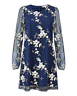 Yumi Curves Embroidered Floral Tunic Dre