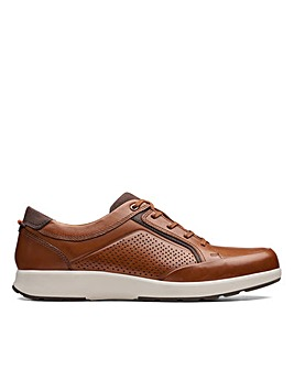 Clarks Un Trail Form Standard Fitting