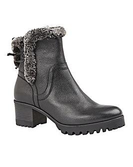 Lotus Suzy Boots Standard D Fit