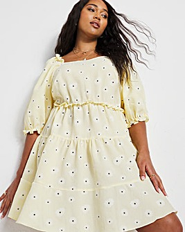 Textured Daisy Tiered Smock Dress