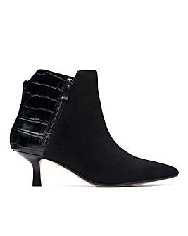 Clarks Violet 55 Zip Boots D Fit