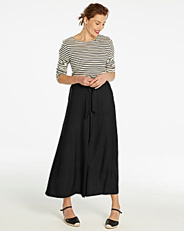 Black Centre Front Pleat Maxi Skirt