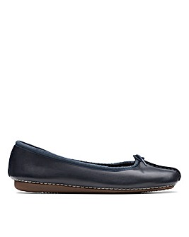 Clarks Unstructured Freckle Ice Standard Fitting Shoes