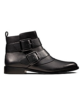 Clarks Bizzy Lane Ankle Boots D Fit