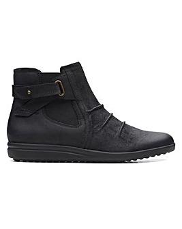 Clarks Tamzen Mid Suede Boots Standard D Fit