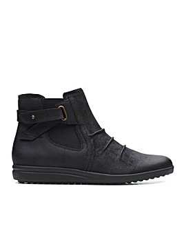 Clarks Tamzen Mid Suede Boots Wide E Fit