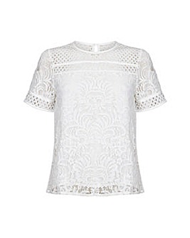 Yumi Curves Lace Detail Top