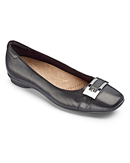 Clarks Candra Glare Shoes EE Fit