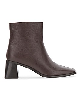 Basic Leather Ankle Boot E Fit