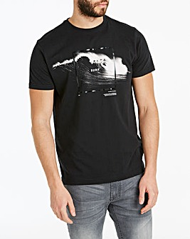 Crasing Wave Graphic T-Shirt Long