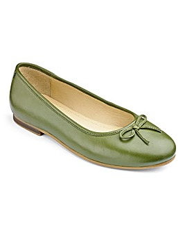 Heavenly Soles Bow Ballerina Shoes D