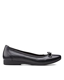 Clarks Unstructured Un Darcey Bow Standard Fitting Shoes