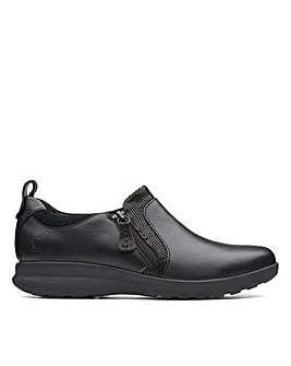 Clarks Unstructured Un Adorn Zip Wide Fitting Shoes
