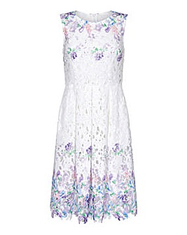 Yumi Curves Floral Lace Dress