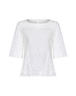 Yumi Curves Floral Lace Top