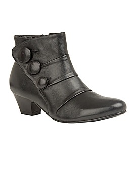 Lotus Stride Almond Toe Ankle Boots