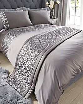 Crystal Silver Quilted Runner