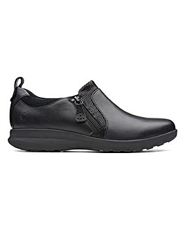 Clarks Un Adorn Leather Zip Up Shoes Wide E Fit