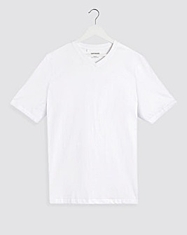 White V-Neck T-shirt Regular