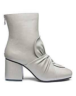Edith Bow Boots Wide E Fit