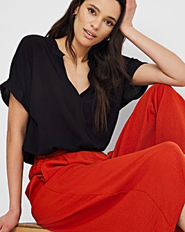 Black Short Sleeve Crinkle Top