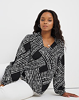 Mono Grid Print Pull Over Dipped Back Shirt