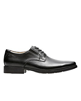 Clarks Tilden Plain Wide Fitting