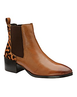 Ravel Saxman Leather Chelsea Boots D Fit
