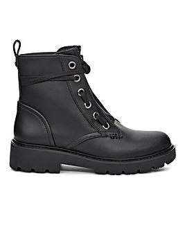 Ugg Daren Hiker Boots Standard Fit