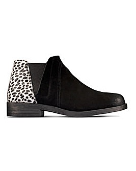 Clarks Demi2 Beat Leather Ankle Boots Standard D Fit