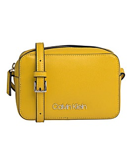 Calvin Klein Must Camerabag Scuba Yellow