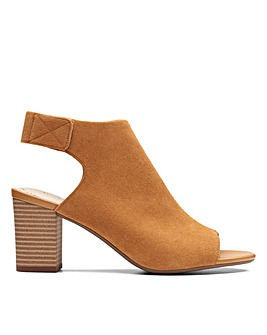 Clarks Deva Bell E Fitting