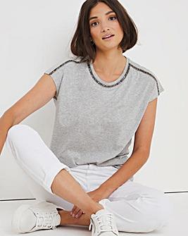 Bead Neck Trim T-Shirt