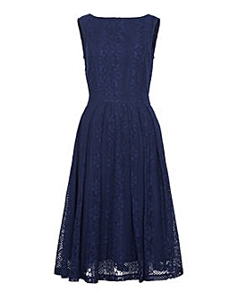 Yumi Curves Lace Midi Dress