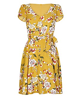 Yumi Curves Floral Cap Sleeve Dress