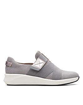Clarks Un Rio Strap Wide Fitting Shoes