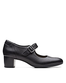 Clarks Linnae Walk Wide Fitting Shoes
