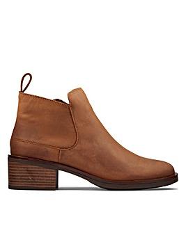 Clarks Memi Zip Wide Fitting Boots
