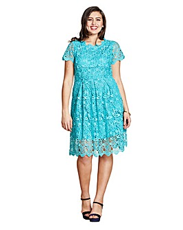 Yumi Curves Guipure Lace Dress