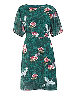 Yumi Curves Crane Print Fitted Dress In Green