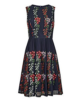 Yumi Curves Embroidered Floral Mesh Dres