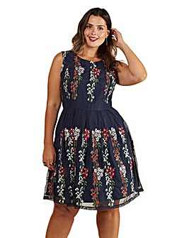 Yumi Curves Embroidered Floral Mesh Dress