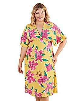 Yumi Curves Hibiscus Flower Kimono Midi Dress